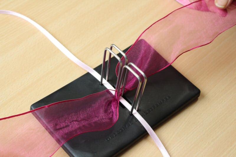 anleitung zum schleifenbinden 2 geschenkband discount. Black Bedroom Furniture Sets. Home Design Ideas