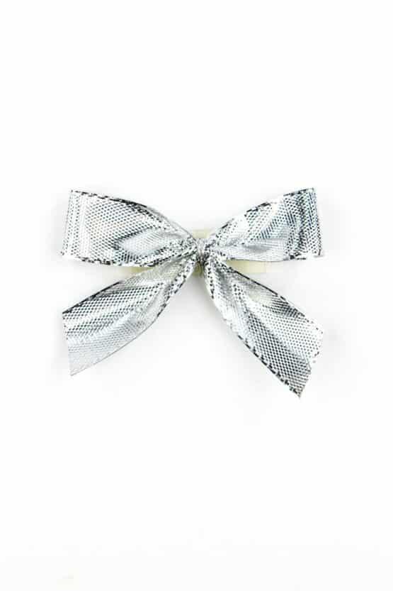 Fertigschleife aus 15 mm Lurexband, silber, mit Klebepunkt - geschenkverpackung, fertigschleifen