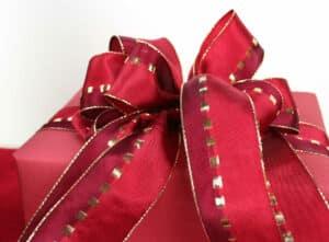Grosse Schleife aus Geschenkband