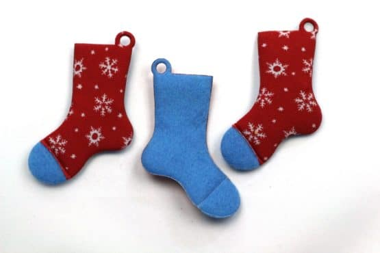 Geschenkanhänger Stiefel, rot-blau, 70 mm, 20 Stück - geschenkanhaenger, accessoires