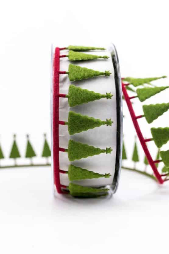 Dekogirlande Tannenbäume, grün-rot, 40 mm breit - weihnachtsbaender, geschenkband-weihnachten-gemustert, geschenkband-weihnachten