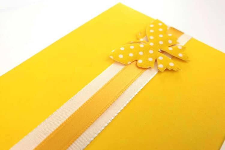 Wie man Geschenke mit Geschenkband und Geschenkkarton schön verpackt - tipps-tricks, confiserie