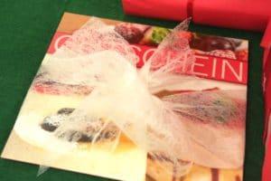 Geschenkgutscheine werden mit Geschenkbändern richtig aufgewertet - weihnachtsgeschenke, konditoreien