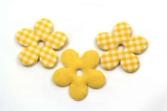 Karierte Dekoblüten, gelb, 52 mm, 20 Stück - geschenkanhaenger, accessoires