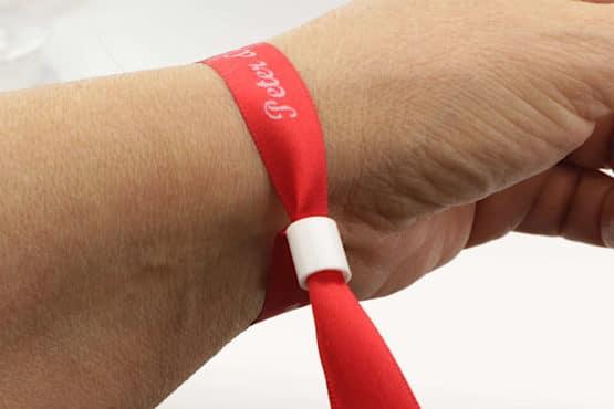 Individuell bedruckte Stoff-Armbänder / Einlassbänder, 10 oder 15 mm breit, fertig geschnitten - satinband, personalisierte-baender, armbaender
