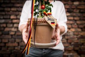 Ausgefallene Geschenkidee für Ihre nächste Einladung - nationalband, geschenkverpackungen, geschenke-leicht-eingepackt