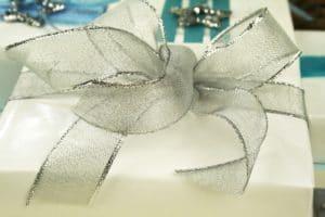 Geschenkbänder mit Drahtkante: schnell zur perfekten Schleife - parfumerie